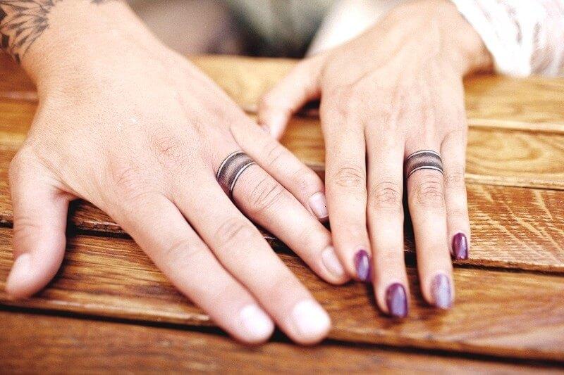 Тату кольцо на пальце