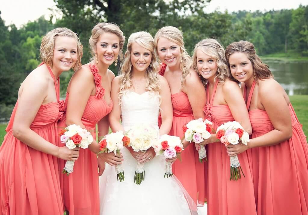 Причёски на свадьбу для подружек невесты на длинные волосы фото