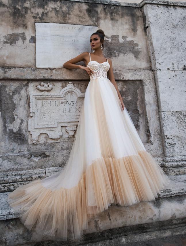 92146bbb03e Свадебные платья со шлейфом - длинные и короткие платья невесты с ...