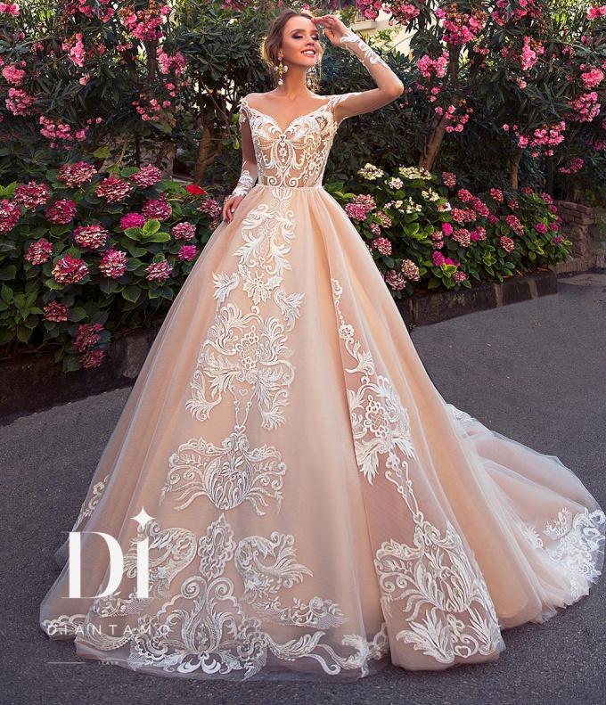 f044cff7539f Свадебный салон в СПб – большой каталог платьев с фото и ценами в ...