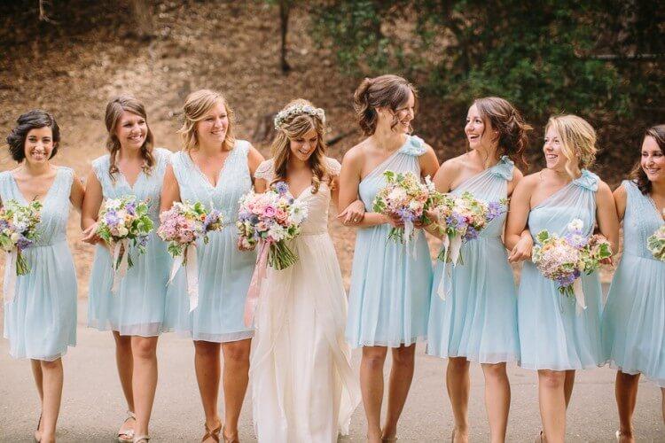 Кто покупает подружкам невесты их